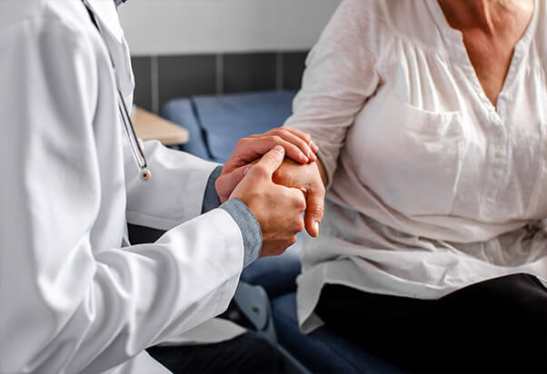 El CRM para clínicas médicas de Salesforce le ayuda a crear relaciones sólidas entre pacientes, médicos y proveedores.